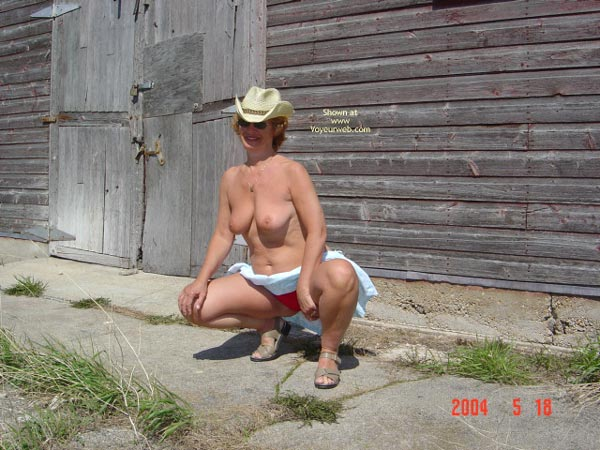 Pic #1 57 Year Old Canadian Wife Outdoors