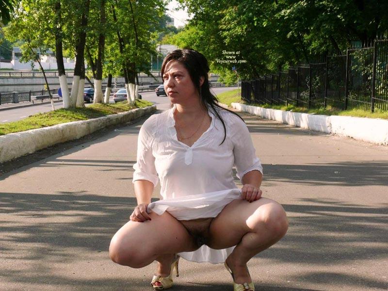 Фото зрелых дам на улице без нижнего белья — 11