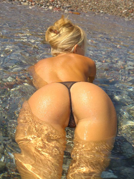 Round Booty , Round Booty, Wet Body, Blonde In Water, Black Thong In Water, Bottom Up