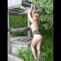 Gelia Rubbing Her Pert Buttocks