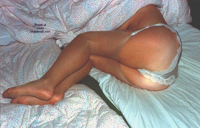 Pic #1 Ibbi posing in lingerie