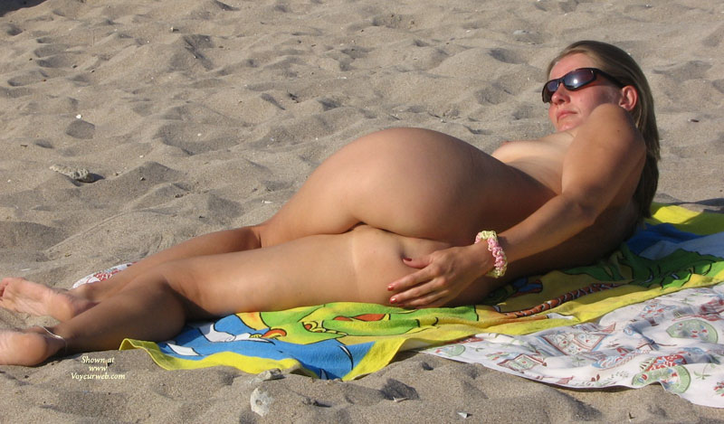 Girls hot nude asses at the beach