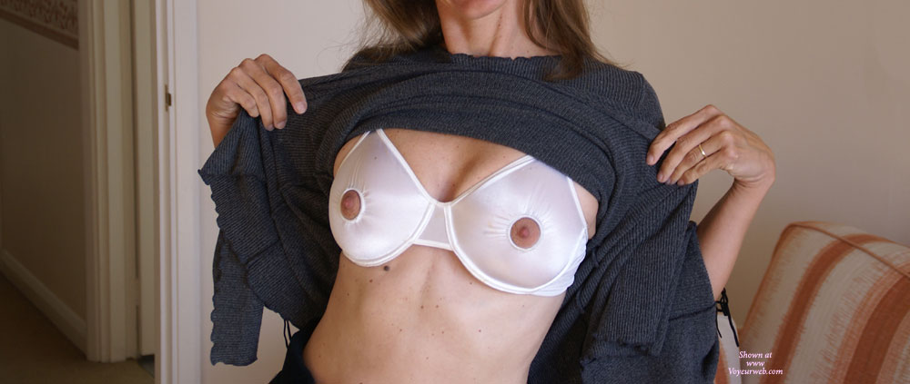Nipple Free Bra , Nipple-less Bra, Peekaboo Nipple Bra Flash, White Nipple Bra And Sweater, Bra With Nipples Out, Breastfeeding Bra