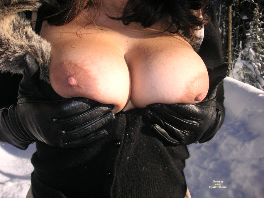 Big Breasts Flashed Without Face In The Winter - Big Tits, Large Breasts , Winter Flash, Breasts In The Winter, Cold Big Boobs, Small Erect Nipple, Large Breast Lift Up, Huge Boobs, Tanned Defined Cleavage, Hands Holding Tits, Big Titties, Large Smooth Breasts