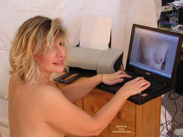 Voyeur Computer - Nude Amateur , Voyeur Computer, Nude, Looking At Camera, On Computer