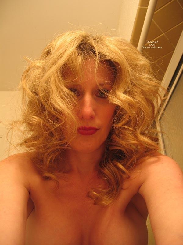 Deranged Look - Curly Hair, Red Lips, Looking At The Camera , Deranged Look, Curly Hair, Pout, Red Lipstick, Looking At Camera