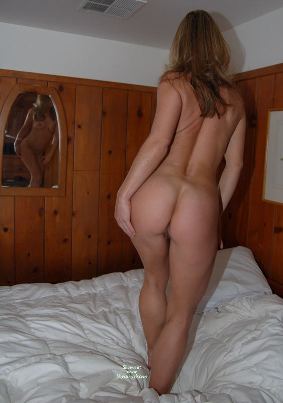 naked girlfriend from behind