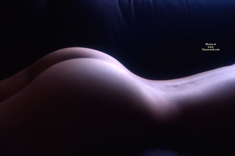 Nude Art - Nude Amateur , Faceless Ass, Real Ass, Lying On Stomach, Curvy Ass, Artistic Nude On Couch, Ass Bodyscape