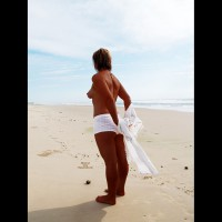 Topless Amateur:What A Hot Summer
