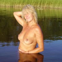 Nude Wife: Blonde Lady