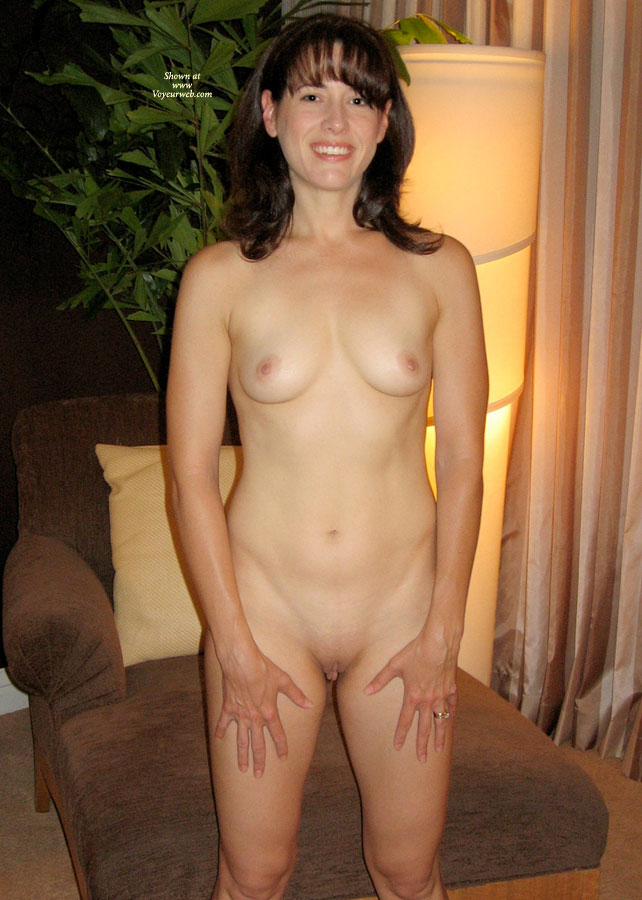 Tiny amateur wife nude