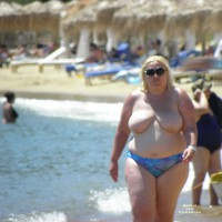 Topless Wife:Walking At The Beach