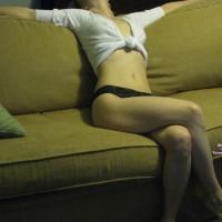 Nude Me:Little Strip Tease