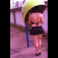 Nude Amateur on heels: Upskirts In Town