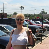Girlfriend Photos:*ST Short Top At The Mall