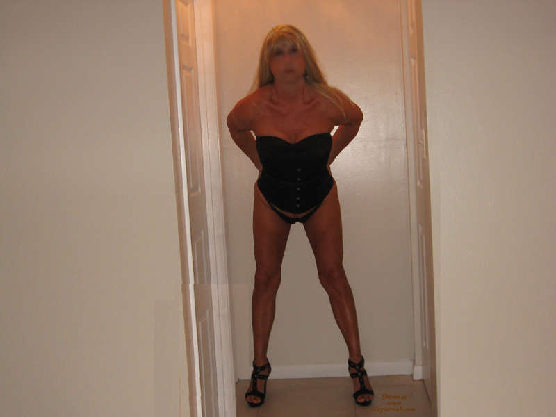 Pic #1Nude Girlfriend on heels:*NH Candi Gets Behind The Camra