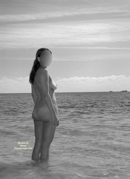 Pic #1 Nude Girlfriend:Fun Times On The Beach!