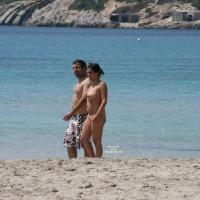 Beach Voyeur:Walking The Beach