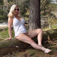 Nude Wife: The Great Outdoors