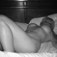 Nude Wife: Beautiful Wife