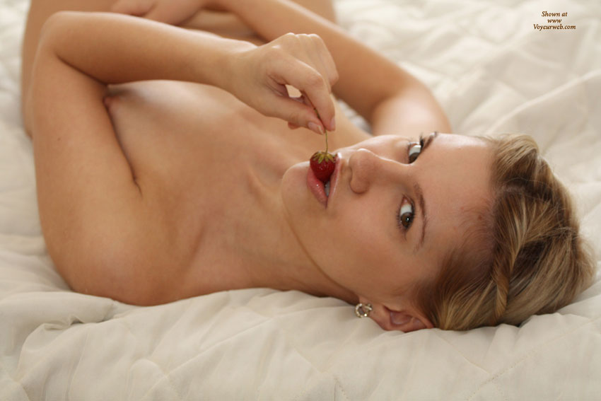 Nude Me: Nora_L - Morning... , It's Very Nice To Have A Strawberry In Bed In The Morning ...