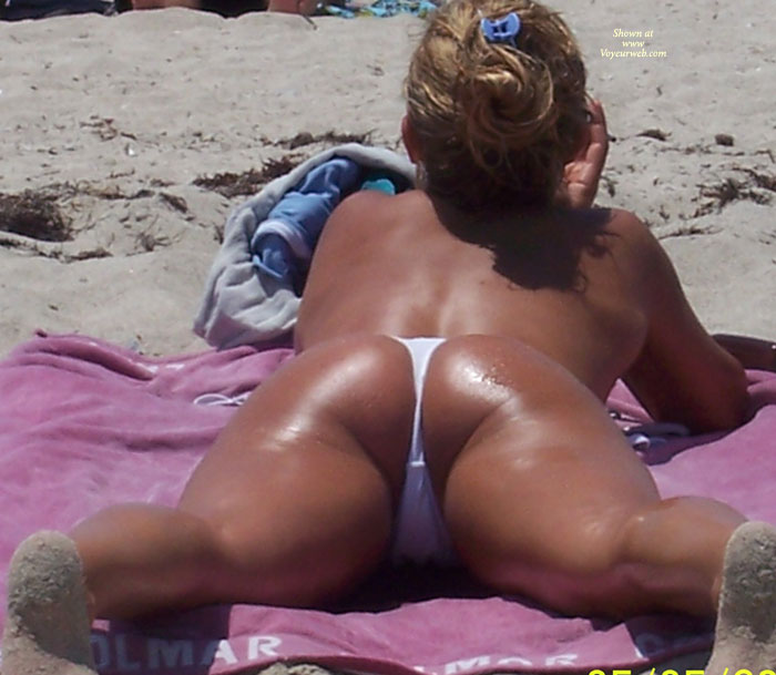 Pic #1 Beach Voyeur: Beach Crotch Shots And Bubble Booty's