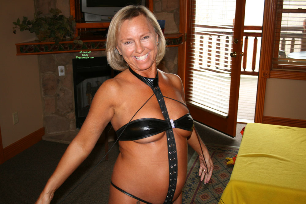 Pic #1Topless Wife:Hot Mama
