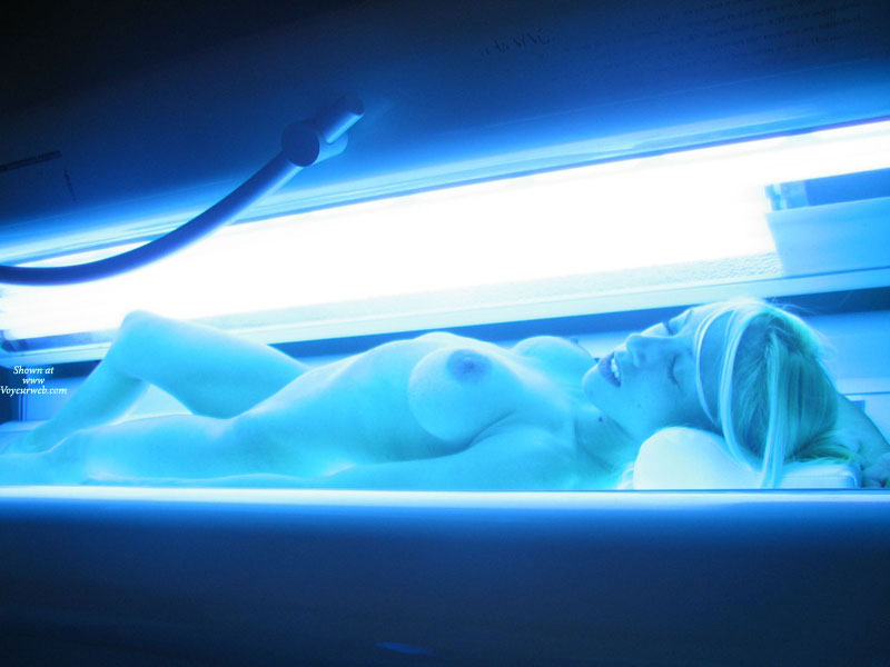 Girl On A Suntan Bed - Blonde Hair, Long Hair, Naked Girl, Nude Amateur , Slender Body, Nude Friend, Tanning Bed, Nude Tanning, Erotic Floresence, Nude Blonde Tanning, Naked Tanning, Large Areola, Tanning, Sexy Blonde, Closed Eyes