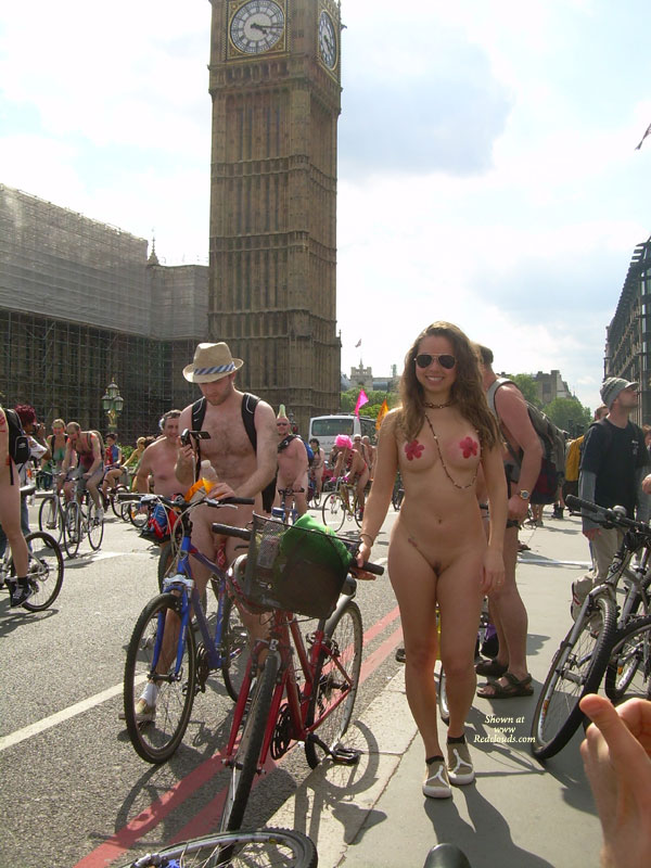 Ideal Naked Bycycle Race Pictures