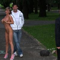 Nude Me on heels:City Park