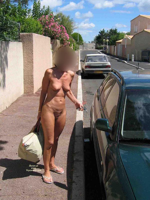 In shape hot women naked