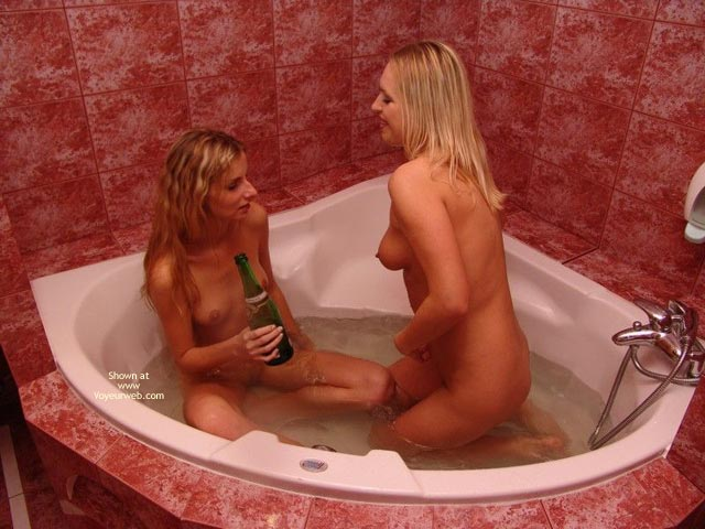 Pic #1*Gg Two Sexy Ladies In The Bathroom