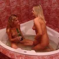*Gg Two Sexy Ladies In The Bathroom