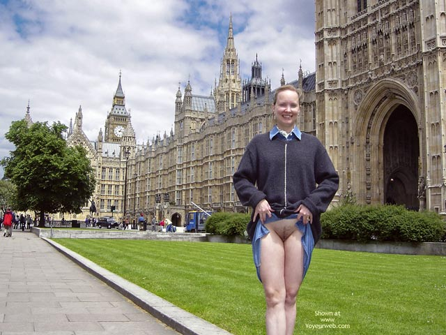 Pussy At Big Ben - Pussy Flash , Pussy At Big Ben, Flashing Pussy, Pussy In London, Gray Sweater