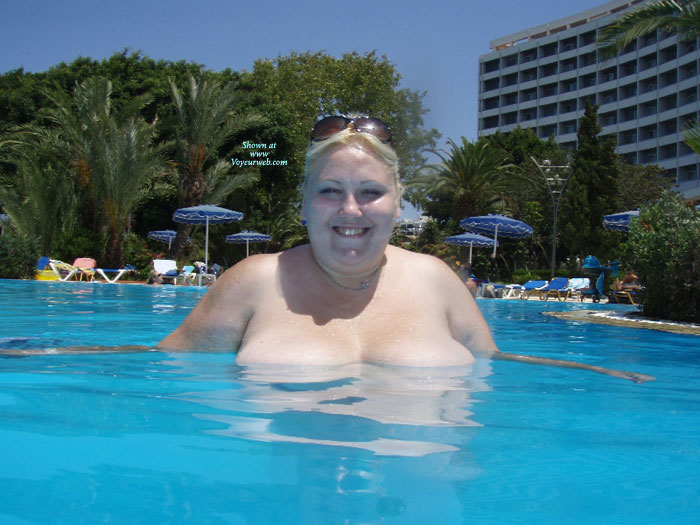Pic #1Topless Wife:Anna At The Pool