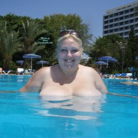 Topless Wife:Anna At The Pool