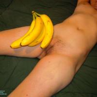 Nude Girlfriend:Bananas