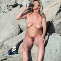 Topless Amateur: I Love Tropical Beer