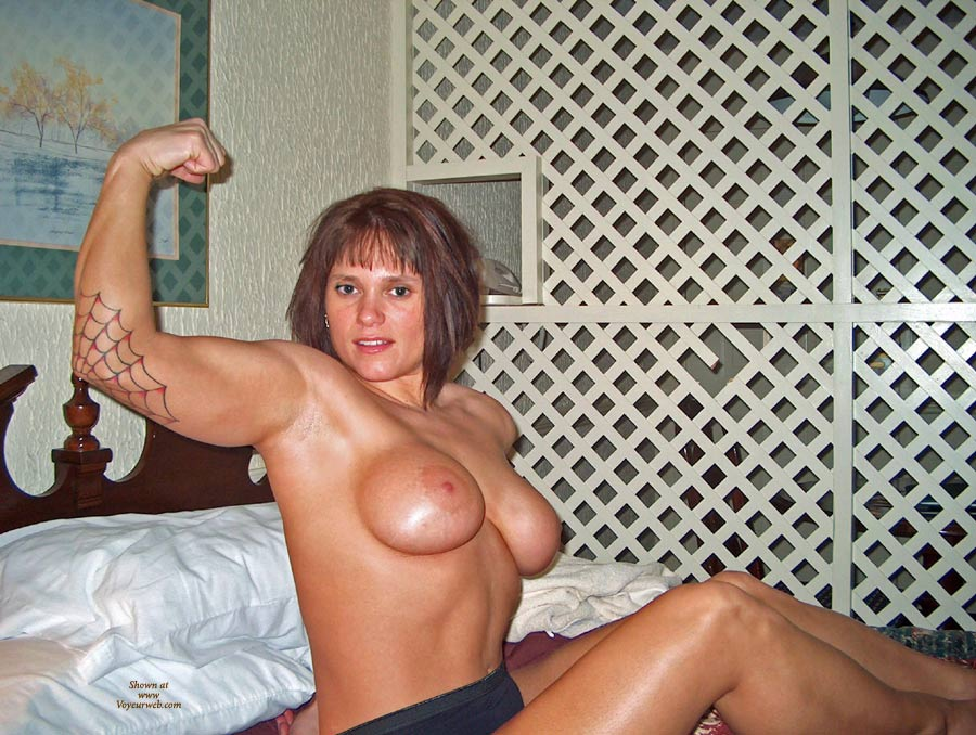 nude amateur muscle girls