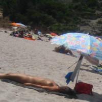 Beach Voyeur:Nude Sleeping Beauty