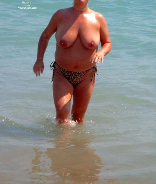 Pic #1Plump Beach Babe With Lovely Juggs - Se 2005