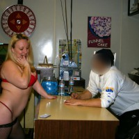 Nude Me:Fun In The Pizzeria