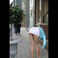 Pantieless Wife:Public