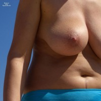 Topless Wife:Mw Wife At The Beach