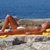 2 Nice Girl. 1 in Bikini, 1 In Topless
