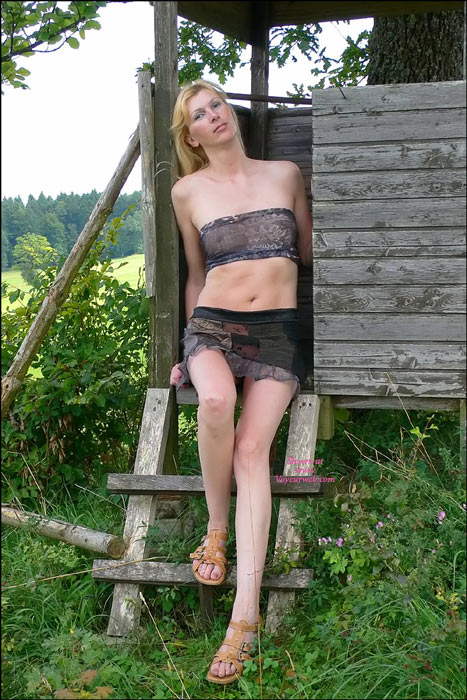 Sexy-Outdoor-Strip - Ch-Girl-02 , Sexy-Outdoor-Strip-CH-Girl-02