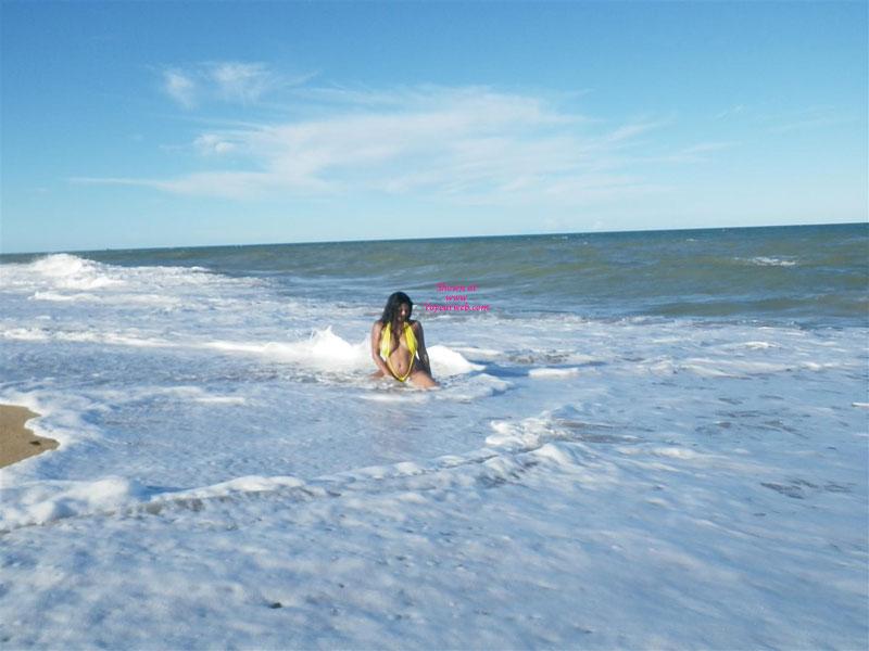 Beach , Alice At Beach