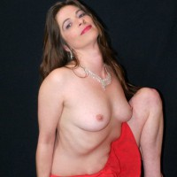 First Time On The Internet , Siana Marie Is A 39 Year Old Grand Mother. She Was A Little Shy At First, But WOW Ended Up A Amatuer Photographers Dream