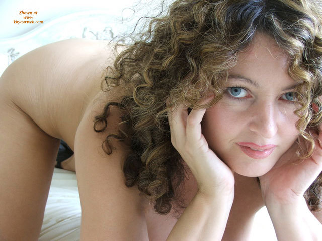 Sexy brown eyes naked piece