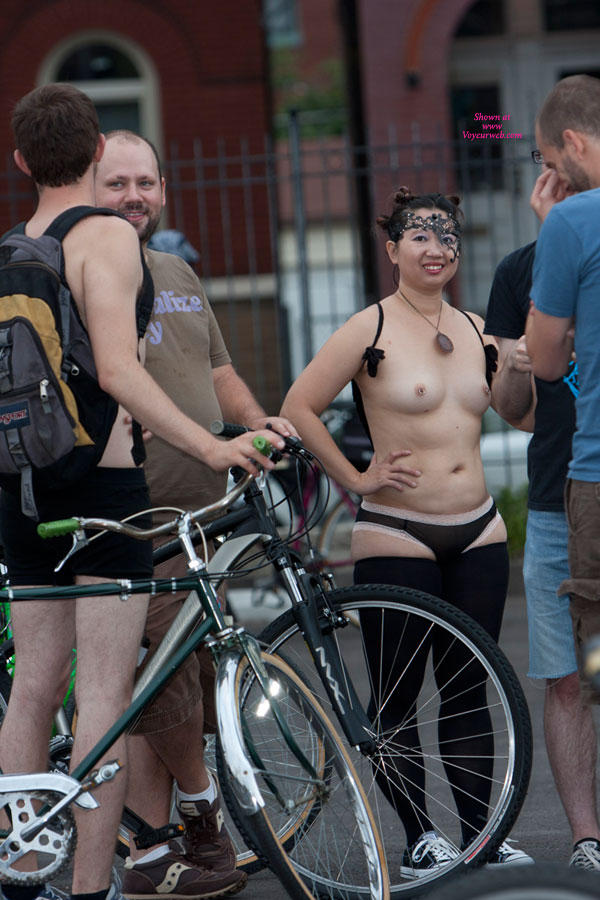 """WNBR - Stl 2011 , Saint Louis' Fourth Annual World Naked Bike Ride ([[WNBR WNBR]]). Lots Of Fun For All. """"Naked"""" Is Not Literal - It Is A """"Bare As You Dare"""" Theme. The Event Is Still Going In Popularity. More Guys Stripped Down Than Gals, But As You Can See, The Gals Were The Interest. All Shapes And Sizes. More Images Will Be Posted In The [[PlayGround VW PlayGround]] Shortly."""